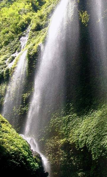 Air Terjun yang Harus Dilewati untuk Bisa Sampai di Air Terjun Utama