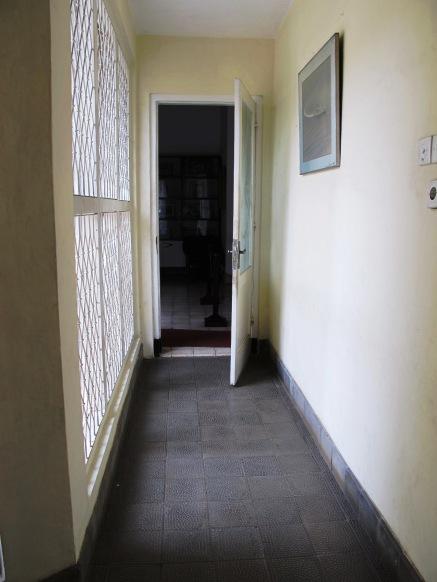 pintu masuk dari belakang bagian rumah