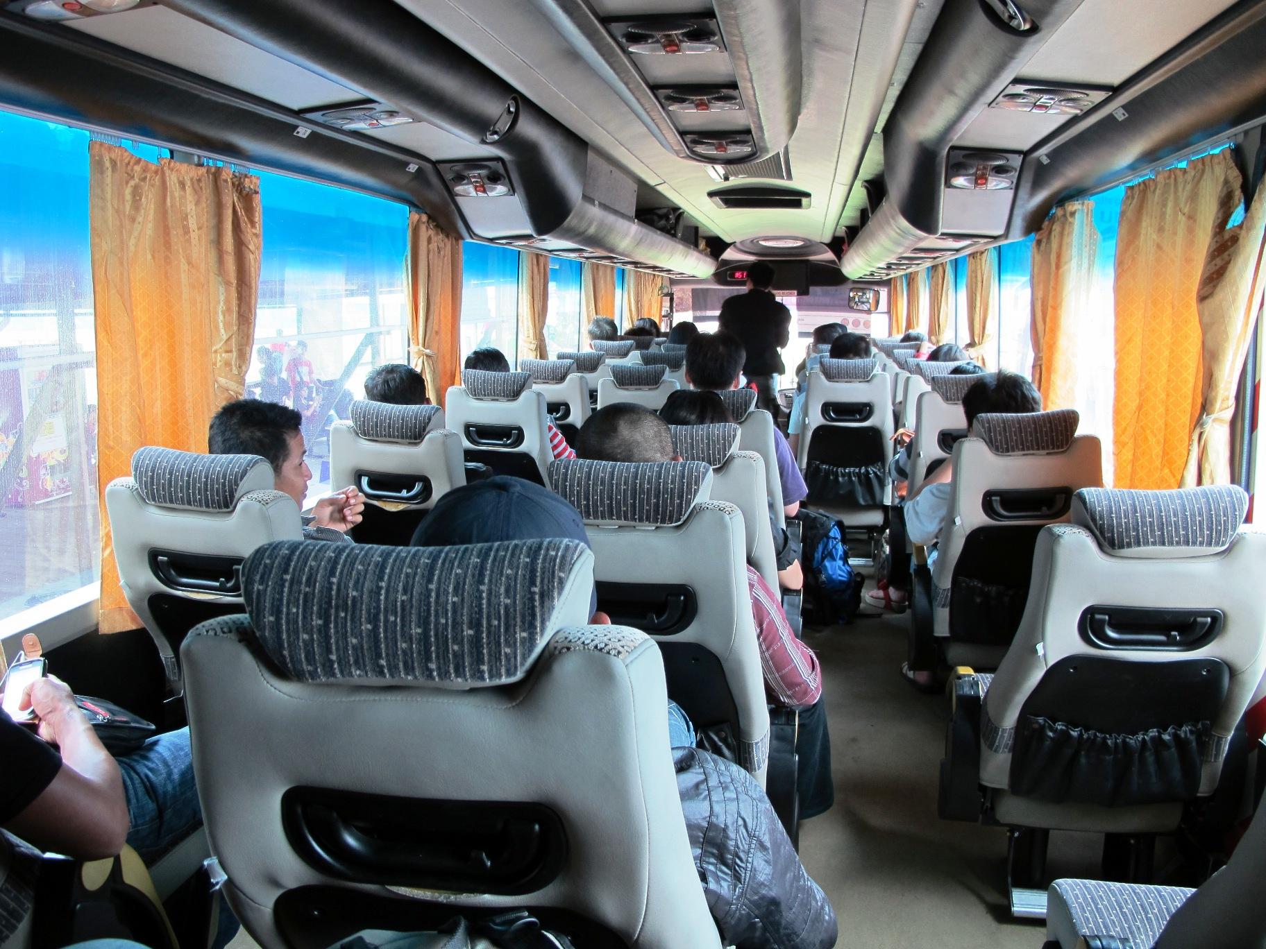 Hasil gambar untuk perjalanan dalam bus